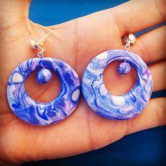 Orecchini a cerchio in fimo - Mokume Gane viola, blu e bianco : Orecchini di bidibijoux