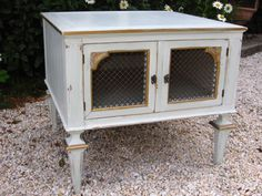 Sweet French Provincial End Table by ThePaintWagon on Etsy, $75.00