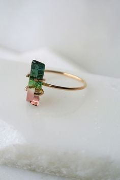 Style me { gris + rose } - Plumetis Magazine Watermelon tourmaline ring! Jewelry Box, Jewelry Rings, Jewelry Accessories, Fashion Accessories, Fashion Jewelry, Jewelry Making, Silver Jewellery, Fashion Earrings, Jewellery Uk