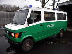 Mercedes-Benz 310 dans l'exécution de la police