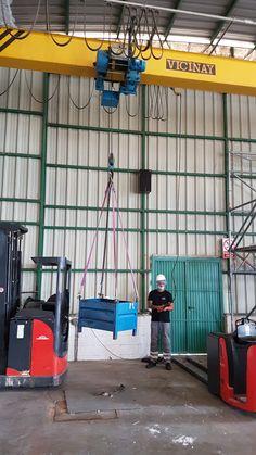 Ejercicio de traslado de carga 👷🏗️📦 Curso de Grúa Puente realizado para TEMPORING EMPRESA DE TRABAJO TEMPORAL en nuestras instalaciones de Torrejón de Ardoz #Madrid 🚧🦺🚧