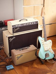 Fender Guitars, Music Music, Guitar Amp, Playing Guitar, Bass, Tools, Space, Vintage, Knowledge