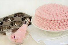 Awesome site with lots of frosting tips!!