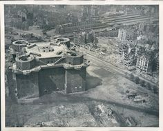 "Berlin 1945 Der Zoo Flakturm ""Gustav"""