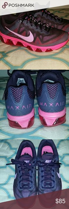 Nike Max Air Tailwind 7 Nike Max Air Tailwind 7 running shoes in excellent condition!  Only noted flaw is a tiny white mark on the right heel. It's barely noticeable but I wanted to point it out for any potential buyer.  (please see the 5th picture)  Thanks 4 looking! Nike Shoes Sneakers