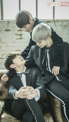 This picture says it all. Vmin is 'bestfriend' , jimin has a crush on jungkook .but jungkook 'love' taehyung and taehyung loves him too😍😘😙 Bts Jimin, Bts Taehyung, Bts Bangtan Boy, Seokjin, Namjoon, Vmin, Jikook, K Pop, Jung Kook