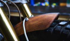 100% Handmade: BMW R90 #Scrambler Wood Style by Garage Sheriff. Las piezas de madera le dan a esta #BMW el toque natural y salvaje de una auténtica Scrambler | www.caferacerpasion.com