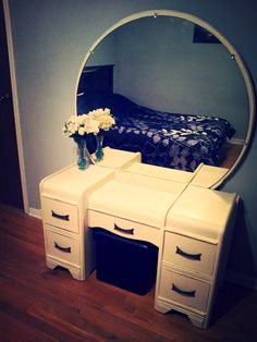 Trendy diy room decor for teens organization makeup dressing tables 51 Ideas Dressing Table New, Vintage Dressing Tables, Makeup Dressing Table, Diy Room Decor For Teens, Teen Room Decor, Vintage Dressers, Vintage Furniture, Cheap Cardboard Boxes, Diy Jewelry Mirror