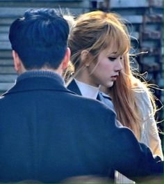 Lisa best side shot ( I SEE ANGEL SERIOUSLY HOW CAN ANYO.. okay, but she's pretty ;;;;;)