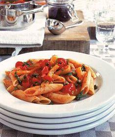Rezept: Penne mit mediterranem Tapenade-Gemüse Rezept - [LIVING AT HOME]
