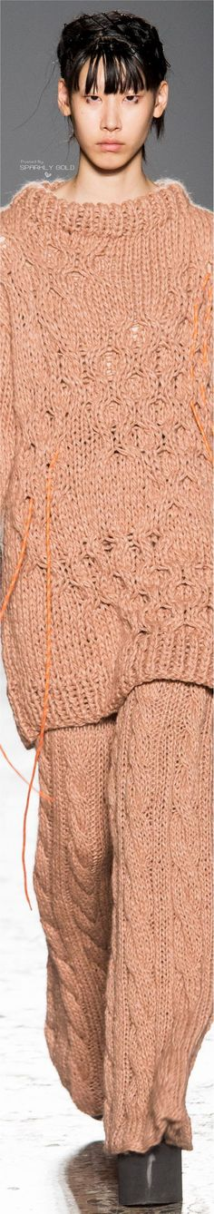 Cristiano Burani F 17 Thick Sweaters, Knit Or Crochet, Fashion Show, Fashion Design, Knitting Stitches, Veronica, Cable Knit, Knit Dress, Fall Outfits