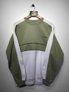 Reebok Sweatshirt size Small (but Fits Oversized) £36  Website➡️ www.retroreflex.uk  #reebok #vintage #oldschool #retro #truevintage