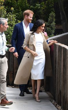 Australian designer Martin Grant has been flooded with orders since Meghan Markle stepped out wearing two of his designs during her Down Under tour with husband Prince Harry. Estilo Real, Work Fashion, Fashion News, Fashion Trends, Style Fashion, Vestidos Carolina Herrera, Meghan Markle Outfits, Meghan Markle Fashion, Megan Markle Dress