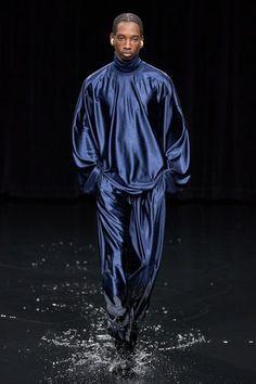 Balenciaga Fall 2020 Ready-to-Wear Fashion Show - Vogue Fashion Week, Runway Fashion, High Fashion, Mens Fashion, Fashion Trends, Fashion Goth, Fashion 2020, Fashion Details, Paris Fashion