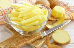 Preparadas no forno, as batatas ajudam a manter um intestino saudável, melhoram as funções cerebrais e oferecem vitamina B6, ideal para aliviar o estresse.  http://cakepot.com.br/beneficios-das-batatas/