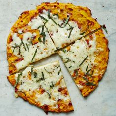 Butternut Squash-Crust Pizza with Fontina and Sage Ready for fall? Squash season means hearty meals full of flavour! Try a new spin on squash with this butternut squash-crust pizza. Sage Recipes, Ww Recipes, Great Recipes, Dill Recipes, Pumpkin Recipes, Pizza Recipes, Italian Recipes, Weight Watchers Canada, Weight Watchers Meals
