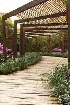 allées de jardin, une allée en bambou sous une tonnelle