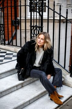 Frayed boot cut crop jeans black fur coat casual style weekend look chic workday outfit boho minimal style
