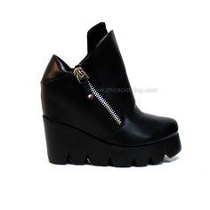 Μποτάκι μαύρο πλατφόρμα με τρακτερωτο πάτο (εσωτερικό τακούνι) Classy, Wedges, Boots, Fashion, Shearling Boots, Moda, Chic, Fashion Styles, Shoe Boot