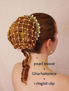Renaissance pearl snood, hair net - also suitable for wedding, prom, victorian, medieval or party co Costume Renaissance, Renaissance Hairstyles, Historical Hairstyles, Renaissance Wedding, Moda Medieval, Headdress, Headpiece, Hair Nets, Pearl Headband