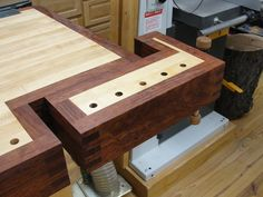 Lie-Nielsen tail vise with a custom sized maple/bubinga case.