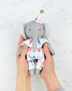 Elephant pattern and tutorial. 7 tall ( 18 cm ) with hat, collar, shorts, crown and dress. Animal Sewing Patterns, Sewing Patterns For Kids, Fabric Toys, Fabric Scraps, Elephant Pattern, Elephant Hat, Handmade Stuffed Animals, Sewing Toys, Handmade Toys