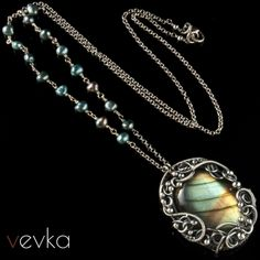 Materials: labradorite, pearls, fine and sterling silver.