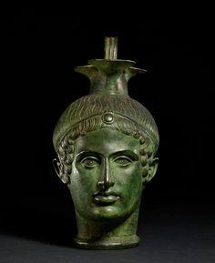 Gli etruschi Vaso in bronzo a forma di testa maschile. III sec. a.C. Londra, British Museum