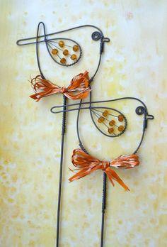 Could make for yard art Ptáček medový - zápich Wire Crafts, Metal Crafts, Diy And Crafts, Arts And Crafts, Cool Diy Projects, Craft Projects, Arte Pallet, Wire Ornaments, Deco Originale