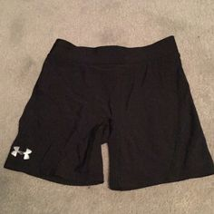 XS Black Under Armour Spandex Nice authentic spandex for a run, sport or just for casual wear. Does have a small hole in the side but does not impact wear or has not gotten bigger with wear. Under Armour Other