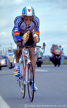 Miguel Indurain riding the Luxembourg time trial at the 1992 Tour de France. Photo © Dave Lawrance and not to be reproduced without permission. Cycling Art, Cycling Jerseys, Cycling Bikes, Laurent Fignon, Vive Le Sport, Cycling Events, Alpe D Huez, Vintage Cycles, Bicycle Race