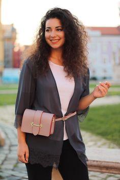 💕 Au sosit și mult așteptatele zile însorite de primăvară.💕 💕 Este timpul să dai culoare ținutelor tale!🌈 💕 Optează pentru borsetă din piele naturală. Comandă online și profită de ✂️REDUCERI✂️ Chloe, Shoulder Bag, Bags, Fashion, Purses, Moda, Fashion Styles, Shoulder Bags, Taschen