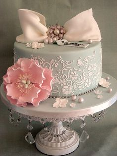 So pretty by Sweet Tiers Cakes