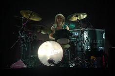 Jen Ledger, drummer and backup vocalist for SKILLET Jen Ledger, Skillet, Music Instruments, Concert, Musical Instruments, Concerts