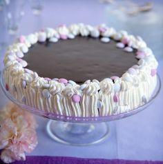 Suklainen kinuskikakku – katso resepti! | Maku Vase, Food And Drink, Baking, Bakken, Vases, Backen, Sweets, Pastries, Jars