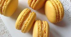 Lemon macarons with lemon curd and mascarpone Lemon Macarons, Macaroons, Macaroon Recipes, Lemon Curd, Pavlova, No Bake Cake, My Recipes, Sweet Tooth, Deserts