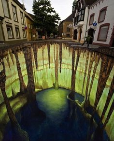 Edgar Mueller is a German street painter, known for creating three-dimensional illusions on city sidewalks and streets. His draws are in England, Germany, Russia and many more places. I have to see one of these before i die. 3d Street Art, Street Art Artiste, 3d Street Painting, Amazing Street Art, Street Art Graffiti, Street Artists, Amazing Art, Edgar Mueller, Chalk Artist