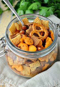 Easy Mesquite Smokehouse Snack Mix Lobster Appetizers, Best Party Appetizers, Cold Appetizers, Appetizer Recipes, Snack Recipes, Party Recipes, Yummy Recipes, Keto Recipes, Slow Cooker Appetizers