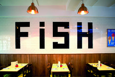 Guide to London's Classic Cafes & Fish and Chip Shops - Flux Magazine : Flux… Fish And Chips Takeaway, Fish And Chips Restaurant, Restaurant Branding, Seafood Restaurant, Restaurant Interior Design, London Fish And Chips, Best Fish And Chips, Seaside Cafe, Beach Cafe