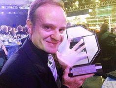 Barrichello recebe prêmio de novato do ano das 500 milhas Indy Rookie of the Year (Foto: Reprodução / Twitter)