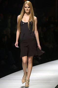 Versace Fall 2003 Ready-to-Wear Fashion Show - Donatella Versace, Marcelle Bittar