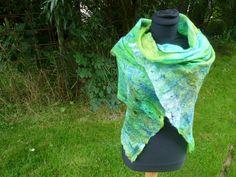 gevilte sjaal felted scarve artwear handgemaakt door Werkenmetwol op Etsy