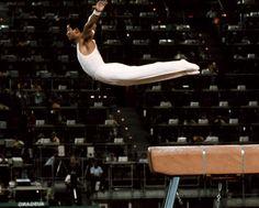 Akinori Nakayama aux Jeux olympiques de Munich, en 1972. Il remporte l'or aux anneaux et au concours par équipe, l'argent au sol et le bronze au concours général.