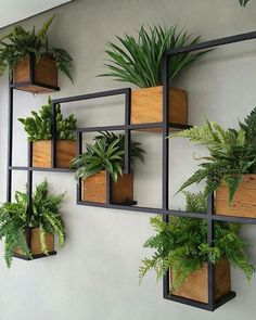 34 Awesome Vertical Garden Design Ideas And Remodel. If you are looking for Vertical Garden Design Ideas And Remodel, You come to the right place. Below are the Vertical Garden Design Ideas And Remod. Jardim Vertical Diy, Vertical Garden Design, Vertical Planting, Diy Home Decor, Room Decor, Home Flower Decor, House Plants Decor, Plant Wall Decor, Patio Wall Decor