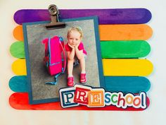 Display those cute first day of school pictures with this easy back to school popsicle stick frame craft. It is so quick to make and the kids will love seeing their photo displayed. Diy Photo, Cadre Photo Diy, Craft Stick Crafts, Preschool Crafts, Crafts For Kids, Preschool Ideas, Popsicle Crafts, Vbs Crafts, Craft Ideas
