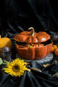 Mausteinen kurpitsapata - Sweet Food O´Mine Chapati, Garam Masala, Pumpkin Carving, Sweet Recipes, Halloween, Food, Essen, Pumpkin Carvings, Meals