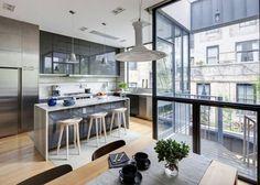 Une cuisine américaine dans un appartement moderne