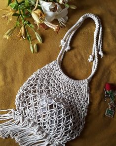 No photo description available. Macrame Patterns, Crochet Patterns, Crotchet Bags, Crochet Dreamcatcher, Macrame Bag, Crochet Round, Crochet For Beginners, Learn To Crochet, Baby Knitting