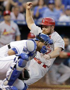 Cardinals doblegaron a los Royals con gran ofensiva colectiva.