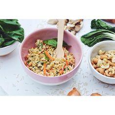 ::. Riz pilaf aux carottes bok choy pleurotes oignons noix de cajou et basilic pour le diner de ce soir. Ca vous dirait d'avoir la recette ? .:: by plus_une_miette